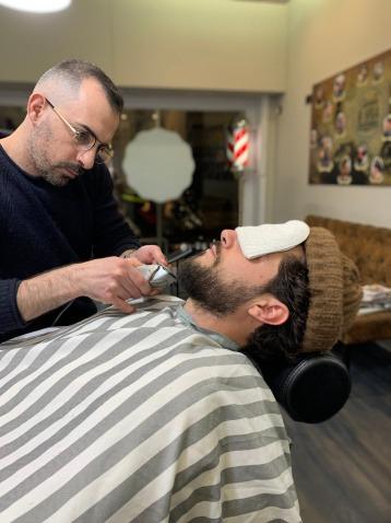 mirko-notaristefano-barba-lunga-santabarba-lecce-barber-club-barbiere-barber-shop-parrucchiere-uomo-barba-capelli-sfumata-sfumato-sfumatura-centro-uomo-bambini-corta-1620597241.jpeg